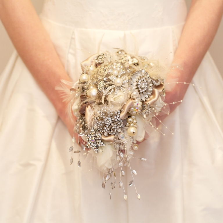 1858808871 How to Design Your Brooch Bouquet