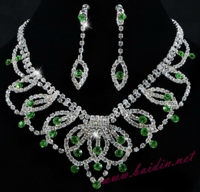 2012_fashion_indian_bridal_jewelry_sets_jewelry_necklace_set_wholesale_6649_41 How to Buy Jewelry for Your Wife