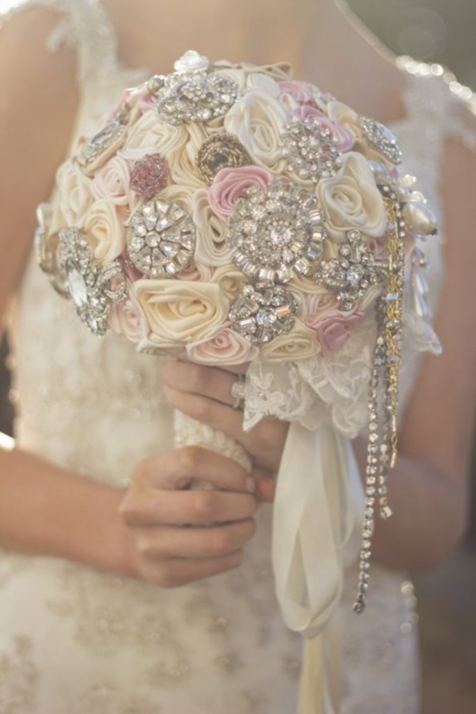 2014-02-04-09-52-24-345248_image_x700 How to Design Your Brooch Bouquet