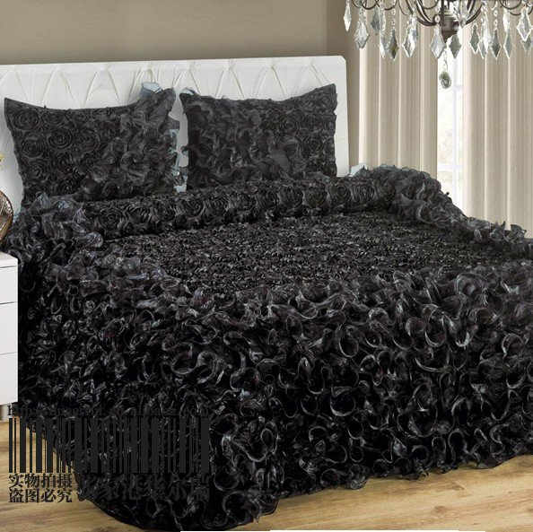 493913947_209 How to Choose the Perfect Bridal Bedspreads