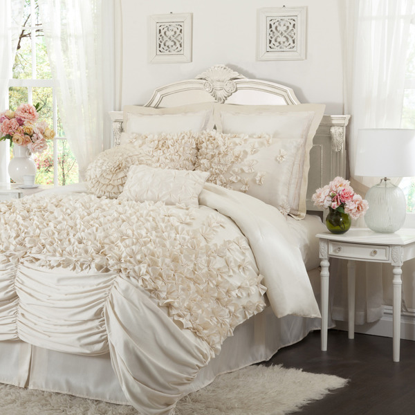 4cd12569-0ed2-4560-9007-26cc75f9b168_600 How to Choose the Perfect Bridal Bedspreads