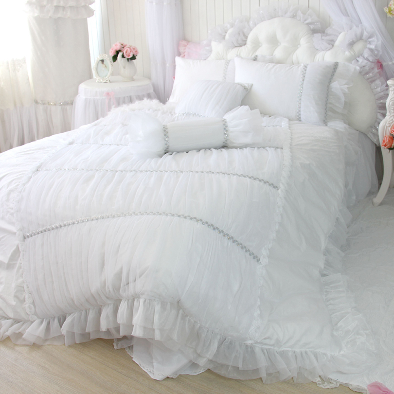 651860030_994 How to Choose the Perfect Bridal Bedspreads