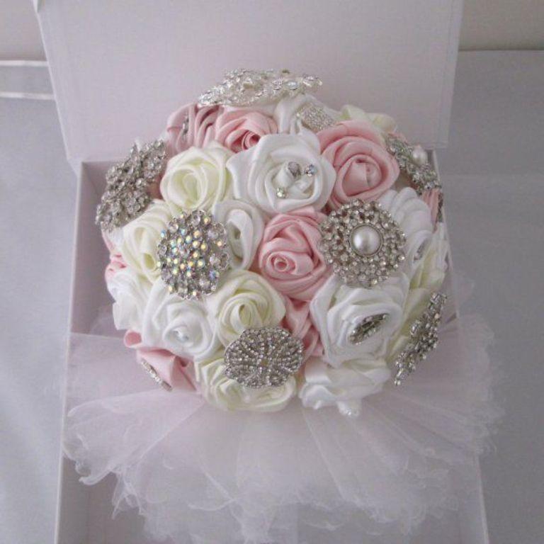 7e13aa6826af91a9ffc3b38ede78b79f How to Design Your Brooch Bouquet