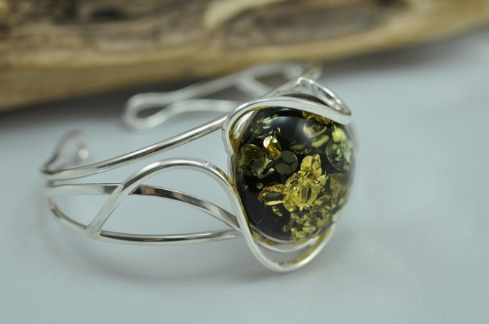 8331518 All What You Need to Know about Green Amber Jewelry