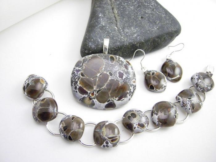 8353405255_9030b04efc_z 25 Pieces of Elegant & Fashionable Glass Jewelry