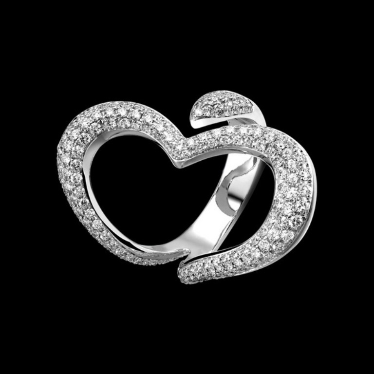 Be-the-Queen-of-Hearts-with-the-Piaget-Hearts-Jewelry-Collection_05 Why Do Women Love Heart Jewelry?