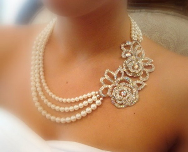 Beautiful-Wedding-Necklace-For-Beautiful-Bride-7 25 Unique Necklaces For The Bridal Jewelry