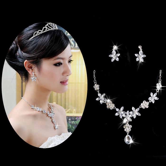 Bridal-accessories-beautiful-wedding-font-b-jewellery-b-font-the-bride-necklace-rhinestone-necklace-font-b 25 Unique Necklaces For The Bridal Jewelry