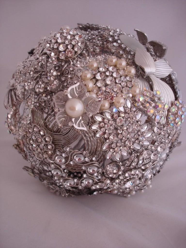 Brooch-4 25 Fabulous Bridal Brooch jewelry Bouquets
