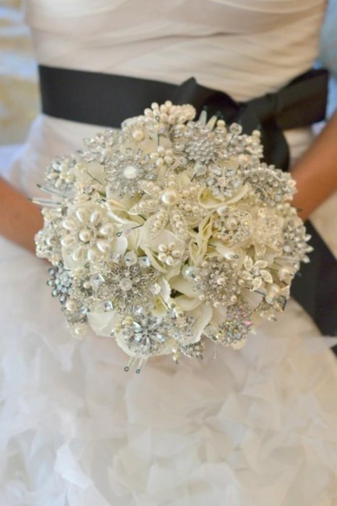 Brooch-Bouquet 25 Fabulous Bridal Brooch jewelry Bouquets