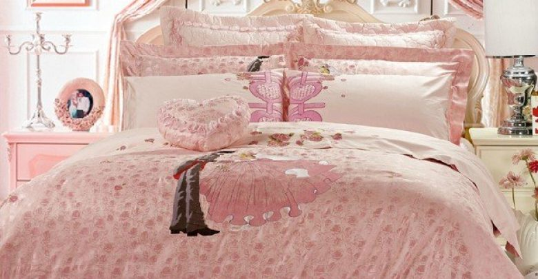how to choose the perfect bridal bedspreads pouted magazine. Black Bedroom Furniture Sets. Home Design Ideas