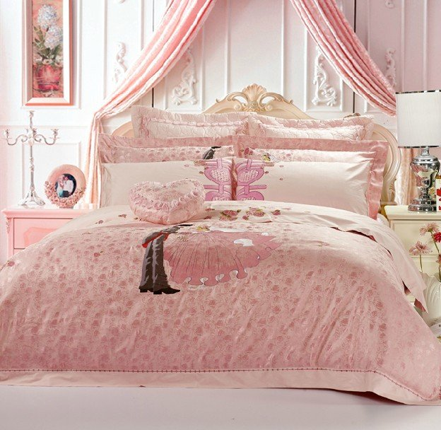 Free-shipping-5pieces-Queen-size-Luxury-wedding-bedding-set-elegant-emboridery-bedding How to Choose the Perfect Bridal Bedspreads