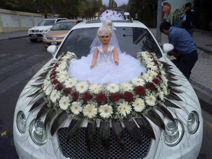 Funny-Wedding-Car-Decorations How to Choose the Right Wedding Car
