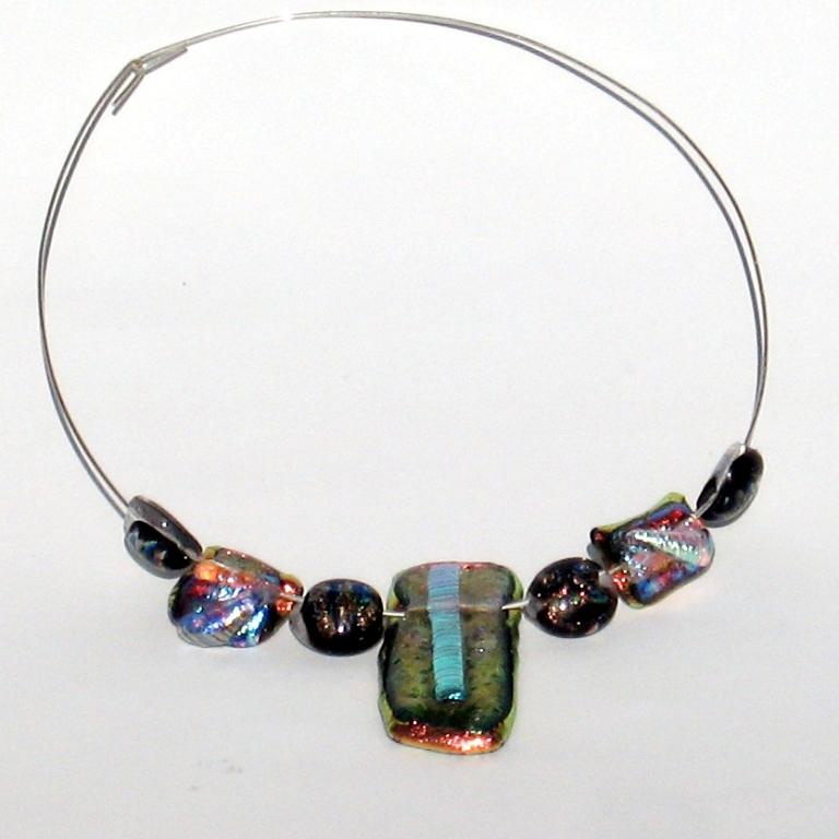 FusedDiachroicNeck 25 Pieces of Elegant & Fashionable Glass Jewelry