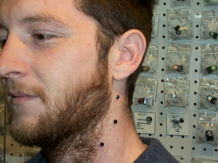 Neck1small 25 Pieces of Body Jewelry to Enhance Your Body's Beauty