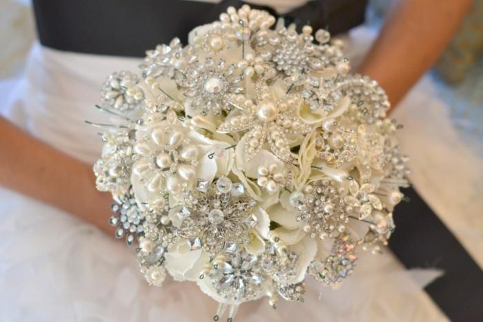 NoakiEtsyBouquet1 25 Fabulous Bridal Brooch jewelry Bouquets