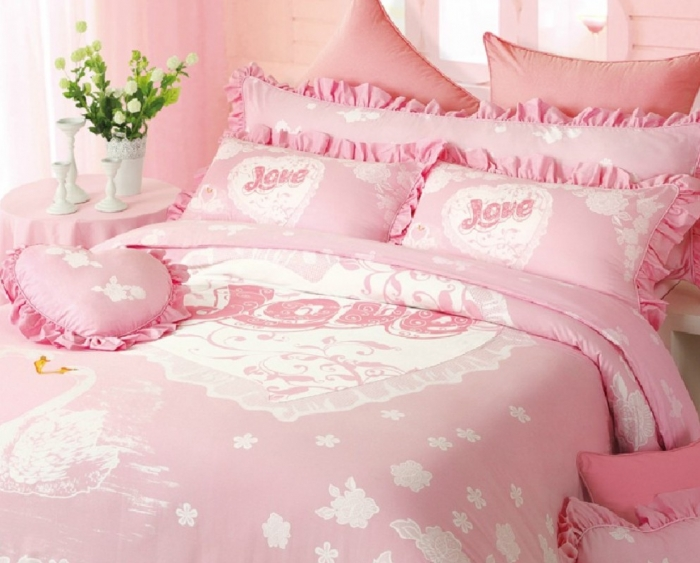 Pink-Wedding-Bedding How to Choose the Perfect Bridal Bedspreads