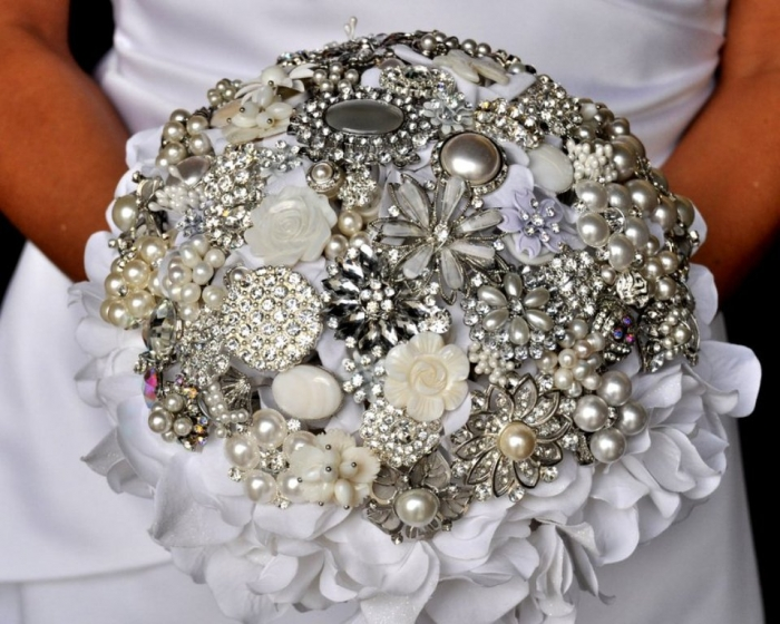 Vintage-Wedding-Brooches-Bouquets-Brides-Accessories-5 25 Fabulous Bridal Brooch jewelry Bouquets