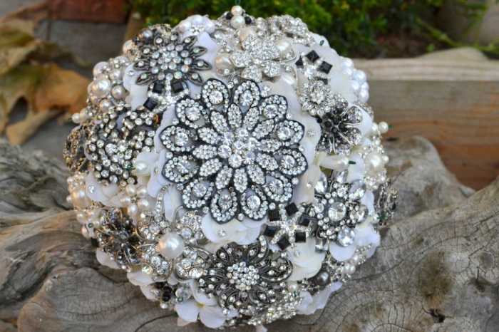 Vintage-Wedding-Brooches-Bouquets-Brides-Accessories-9 25 Fabulous Bridal Brooch jewelry Bouquets