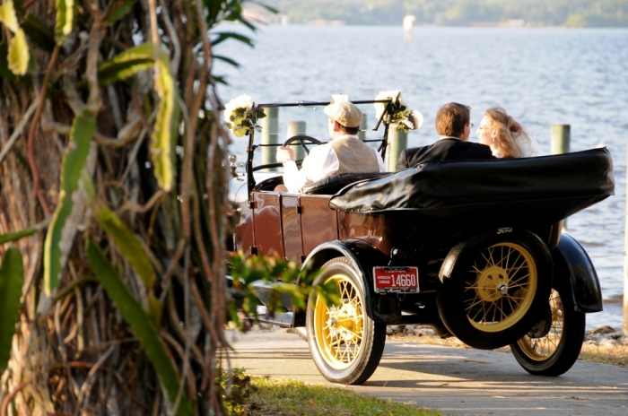 antique-wedding-car-model-t-ford How to Choose the Right Wedding Car