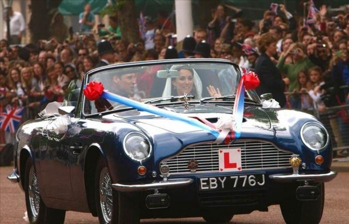 aston-martin-william-and-kate-royal-wedding-car-photos How to Choose the Right Wedding Car