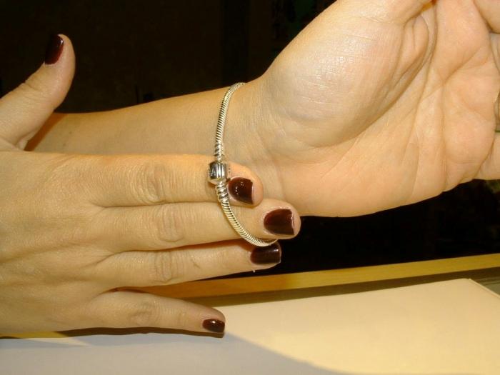 basic-bracelet-two-fingers How Do You Know Your Bracelet Size?