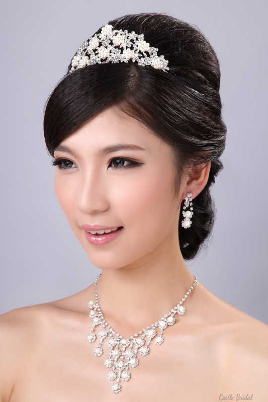beautiful-alloy-with-pearl-wedding-jewelry-crown-earings-and-necklace4 25 Unique Necklaces For The Bridal Jewelry