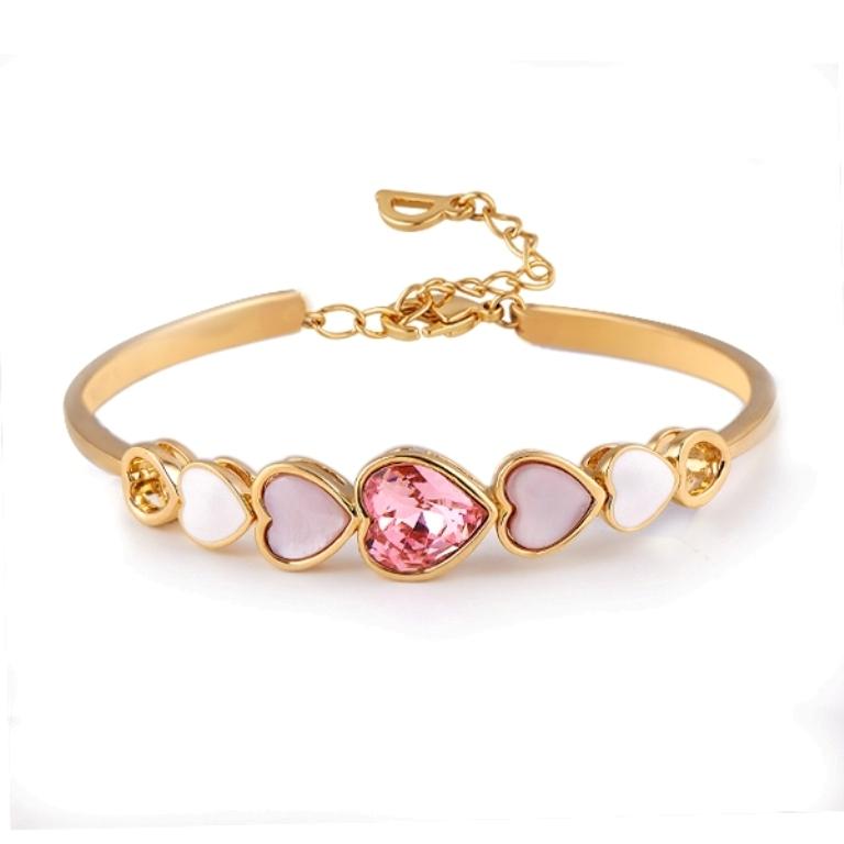bracelet Why Do Women Love Heart Jewelry?