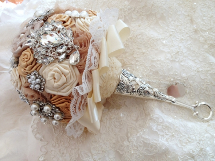bridal-brooch-bouquet-tussy-mussy-handle-viogemini-229126 How to Design Your Brooch Bouquet