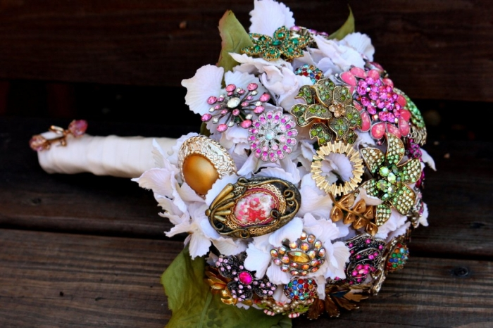 brooch-bridal-bouquets-vintage-wedding-ideas-1.original 25 Fabulous Bridal Brooch jewelry Bouquets