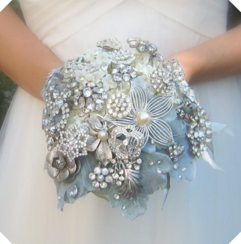 brooch2 25 Fabulous Bridal Brooch jewelry Bouquets