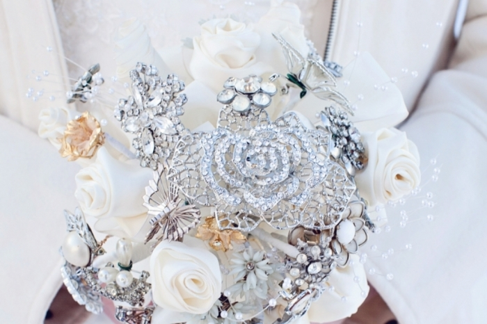 brooch_bpp_w900_h600 How to Design Your Brooch Bouquet