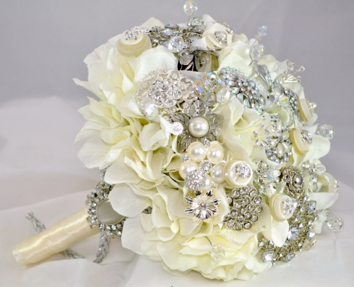 cream-jewelled-bouquet How to Design Your Brooch Bouquet