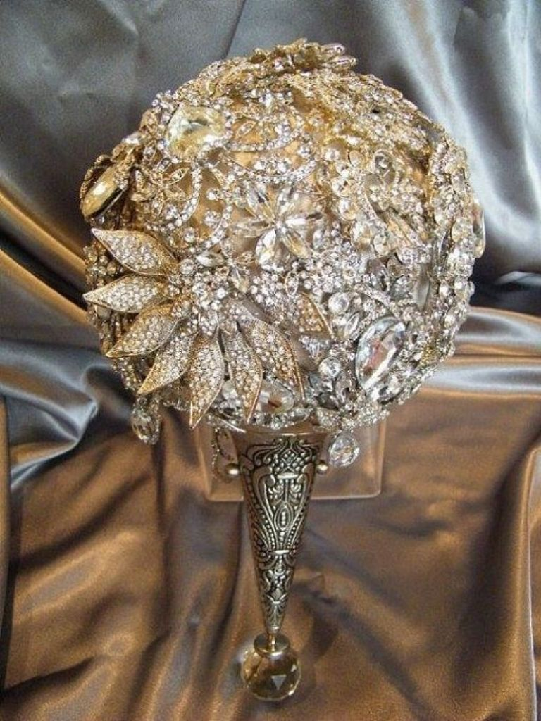 draft_lens20071058module163885669photo_1355168610a____a___aa__a__ How to Design Your Brooch Bouquet
