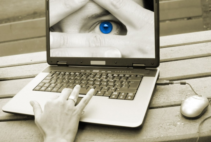 face-on-laptop4 Top 10 Ethical Issues Involved in Social Media Use