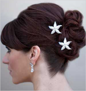 find-your-perfect-bridal-hair-accessories-beach 7 Tips On Choosing Beach Wedding Accessories