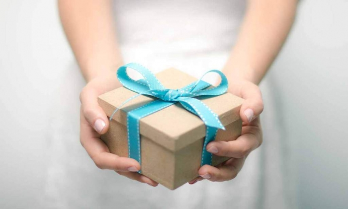 gift How to Find the Perfect Wedding Gift