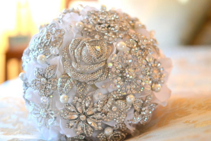 il_fullxfull.289517172 25 Fabulous Bridal Brooch jewelry Bouquets