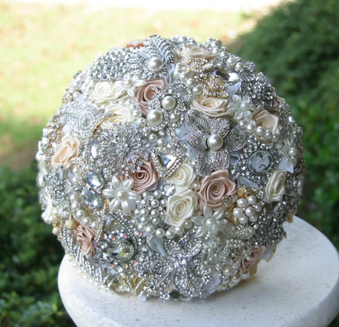 il_fullxfull.381288809_pt93 25 Fabulous Bridal Brooch jewelry Bouquets