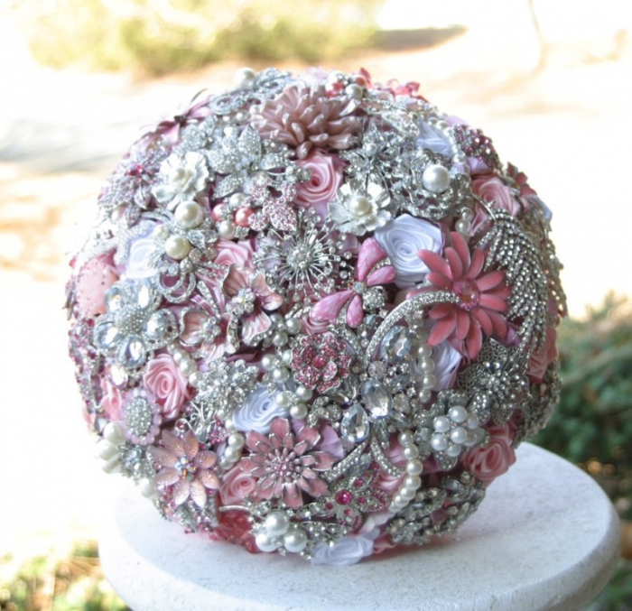 il_fullxfull.402859161_rawm How to Design Your Brooch Bouquet