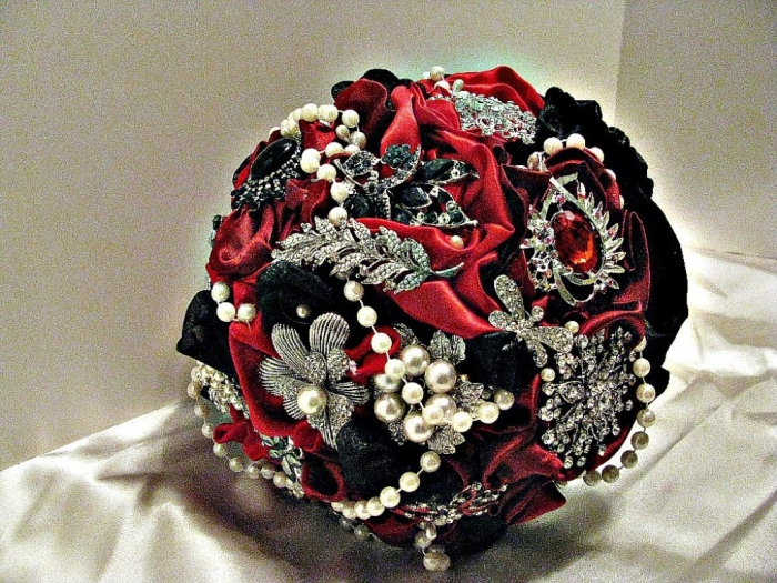 il_fullxfull.430690424_bg75 25 Fabulous Bridal Brooch jewelry Bouquets
