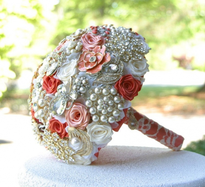 il_fullxfull.452726992_kps3 How to Design Your Brooch Bouquet