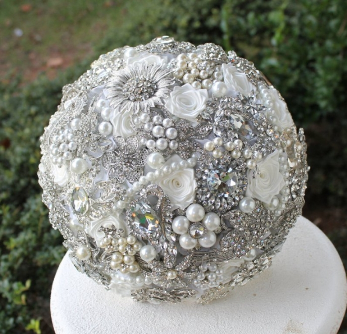 il_fullxfull.502500305_fl8l How to Design Your Brooch Bouquet
