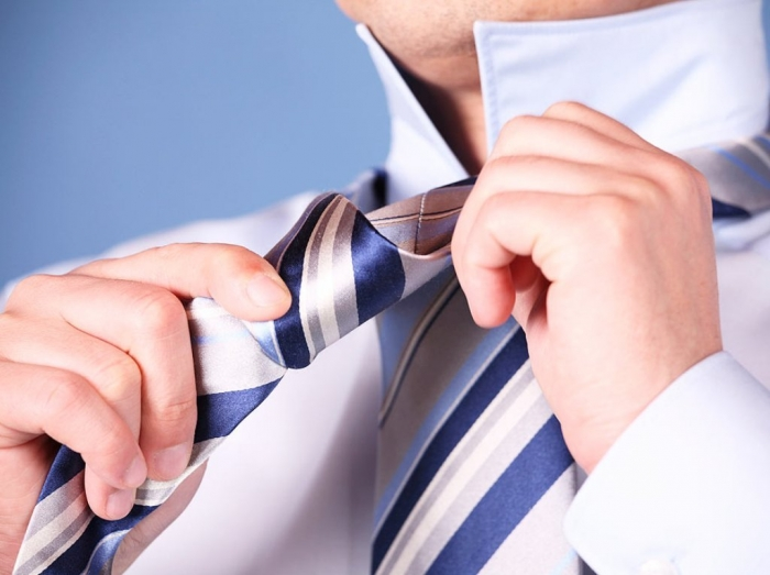 instructions_on_how_to_wear_a_tie Different Tie Knots for Men to Be More Handsome