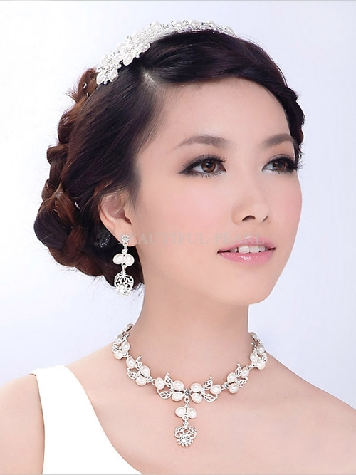 large 25 Unique Necklaces For The Bridal Jewelry