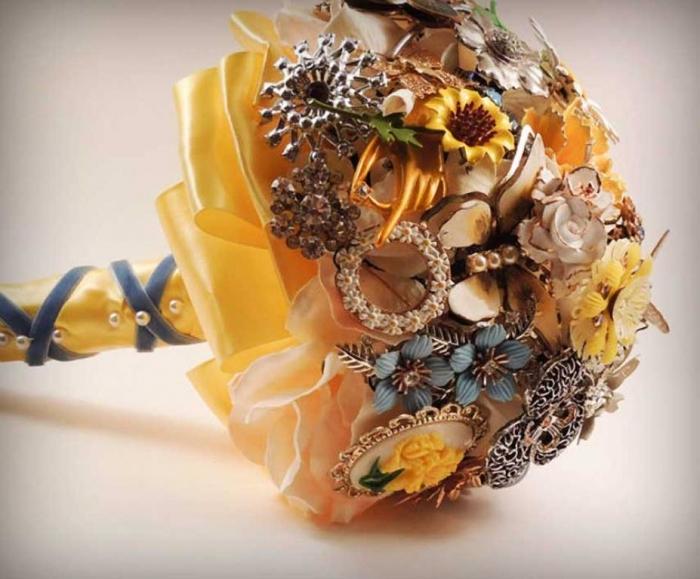 mondaycringe_vintage_bridal_bouquet_April_2012 25 Fabulous Bridal Brooch jewelry Bouquets