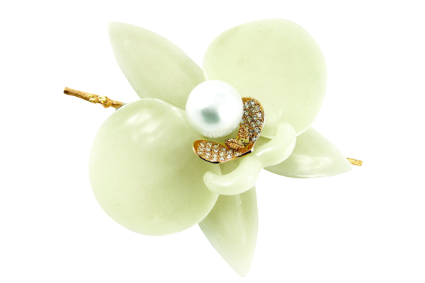pearl-orchid-K-Brunini1 7 Tips On Choosing Beach Wedding Accessories