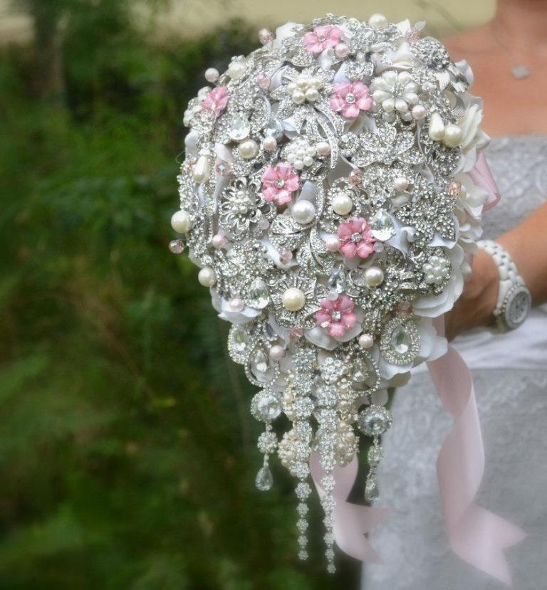 pink-brooch-bouquet How to Design Your Brooch Bouquet