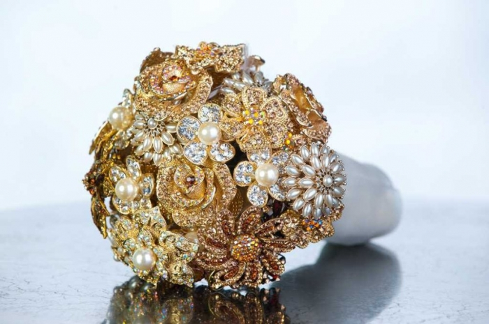 product-hugerect-42611-6611-1342324949-a53d2bee4b8d97b1dfa18193352c3aa3 How to Design Your Brooch Bouquet