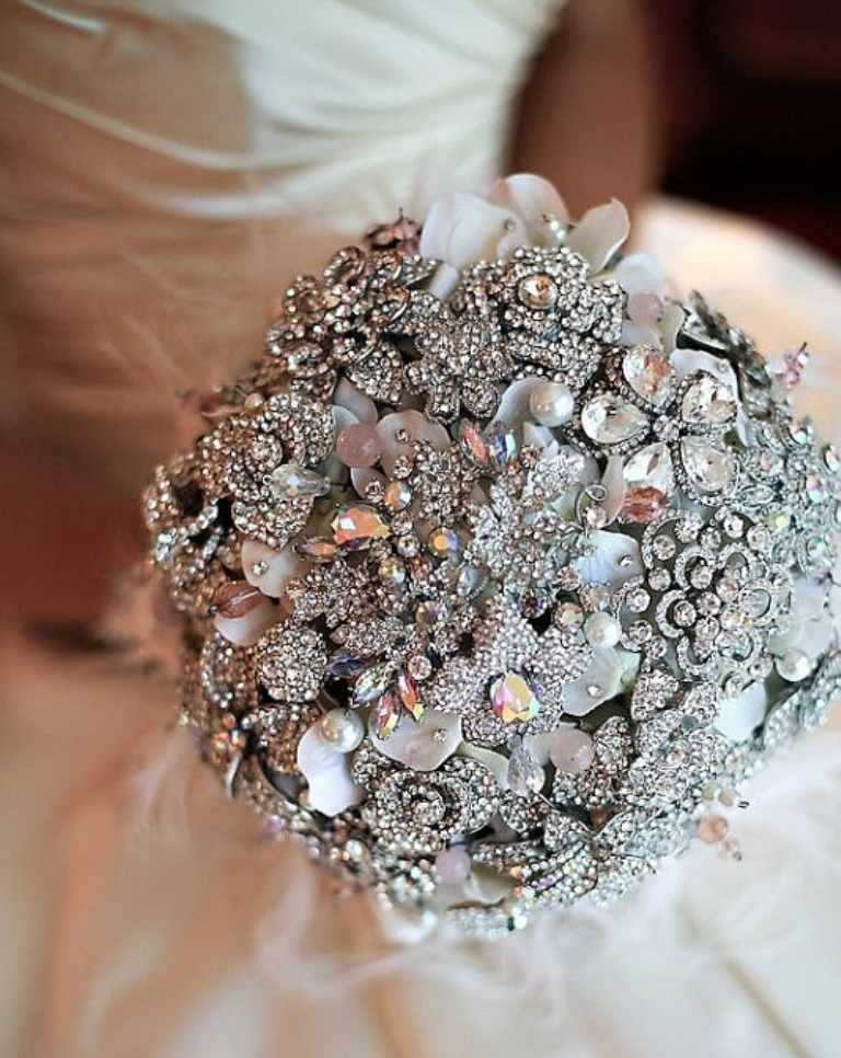 silver-color-Vintage-Bridal-Brooch-Bouquet-Wedding-Cake-Topper-2014 25 Fabulous Bridal Brooch jewelry Bouquets